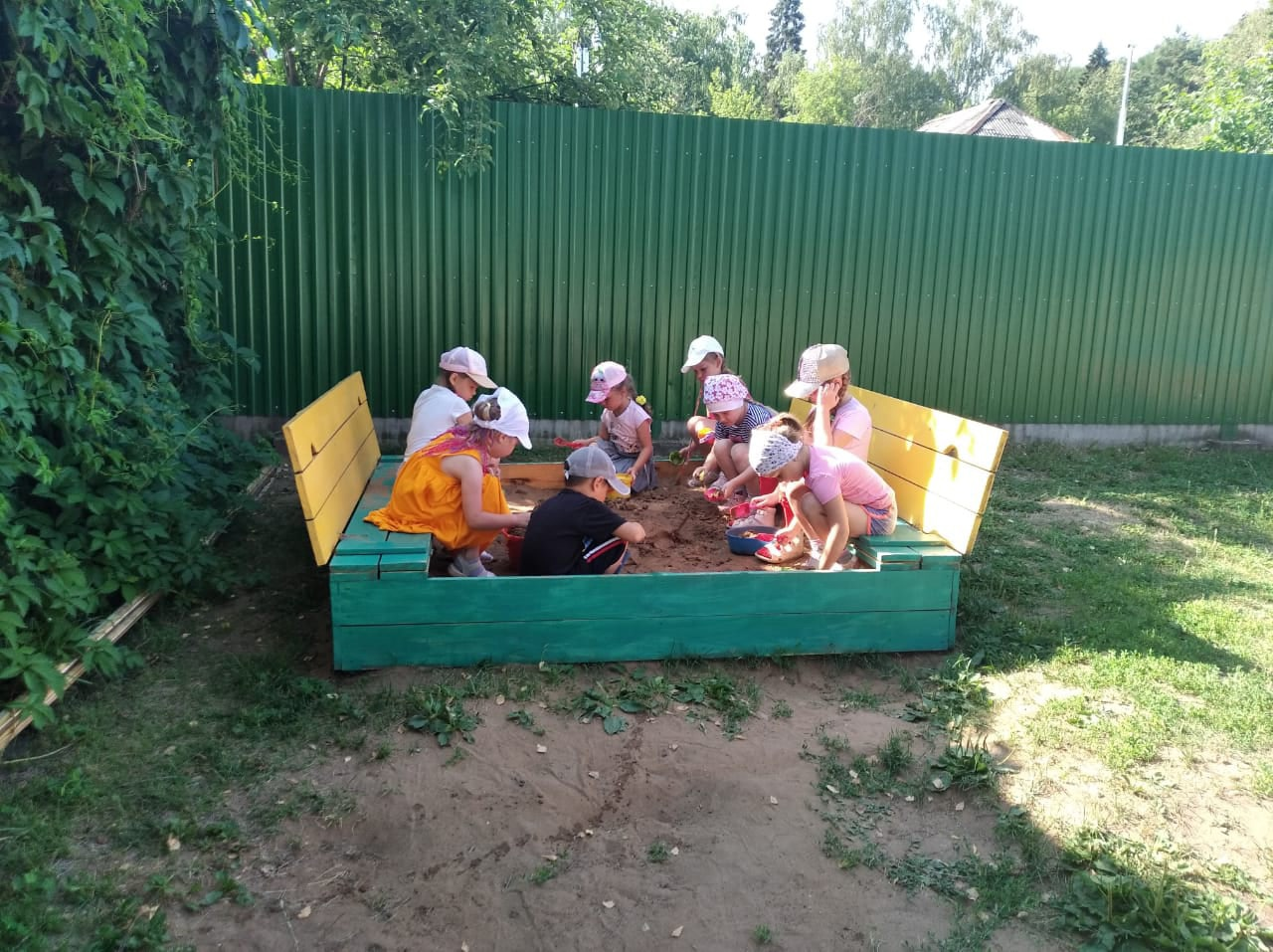 В детском саду №15 обновили песок в