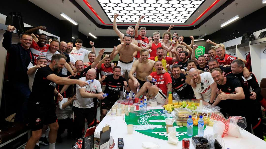 Фото спартаковцев из раздевалки после матча с «Ахматом» (2:2)
