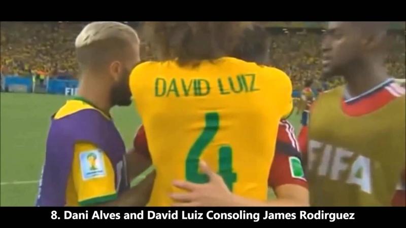 David Luiz und Dani Alves trösten Rodriguez