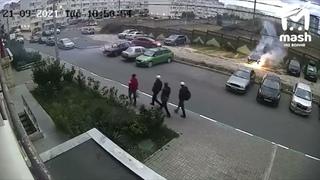 Двое жителей дома №24 по улице Комбрига Потапова и...