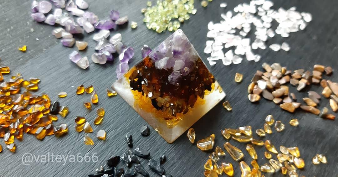 Натуальные камни. Талисманы, амулеты из натуральных камней 8kXiwYu2tBI