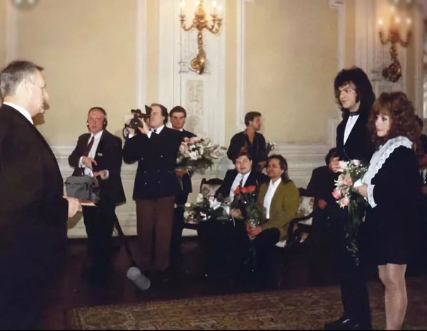 Собчак на свадьбе, 94год.. Постить такое, или они уже всем надоели по ТВ .Спасибо за и подписку