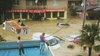 RUSSIAN Tourists are Drowning! Severe Flooding in Sochi, Russia due to heavy rains.