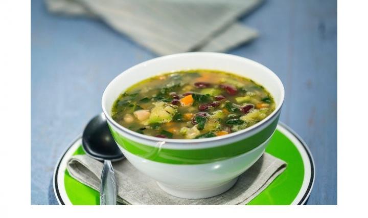 Фасолевый суп с овощами и шпинатом, изображение №4