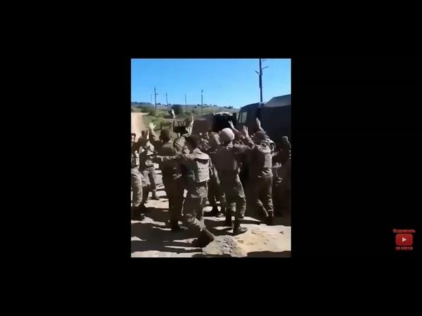 Затишье на войне Солдаты поют и танцуют Армения Азербайджан Война Карабах